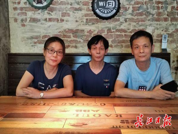 """网红店""""七七饺子馆""""的创业故事:三兄妹抱团奋斗,当案板的门板曾是所有家当"""