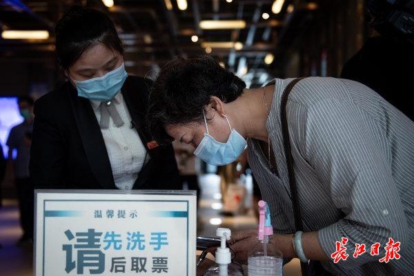 179天,武汉电影院在坚守中等来重逢之欢