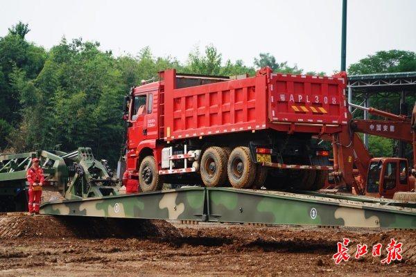 揭秘华中首家国家级工程救援基地: 30种高精尖装备亮相,能上天入地架桥铺路