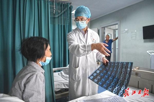 国家把最顶尖的医生都派到了武汉救人