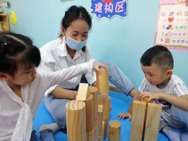 """开学两周,当初不愿进校门的""""小哭包""""笑着说""""喜欢幼儿园"""""""