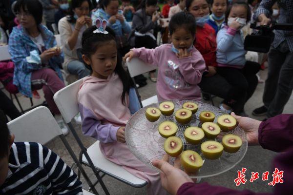 """芥末味、辣椒味的猕猴桃?中科院武汉植物园种出高端水果""""金桃"""""""