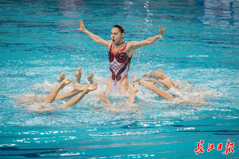 全国决赛上看她们水中翻飞   图集