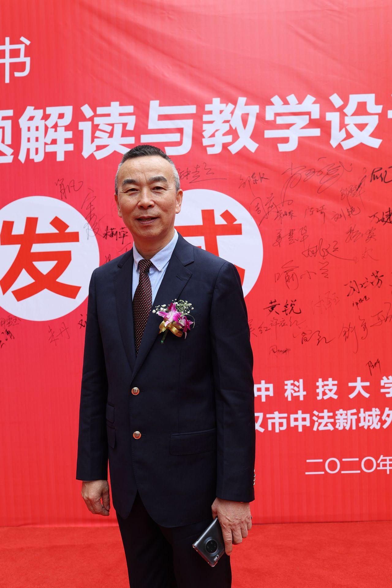 """汇聚了武汉180多位老师的心血,小学数学首套例题""""二维码书""""问世"""