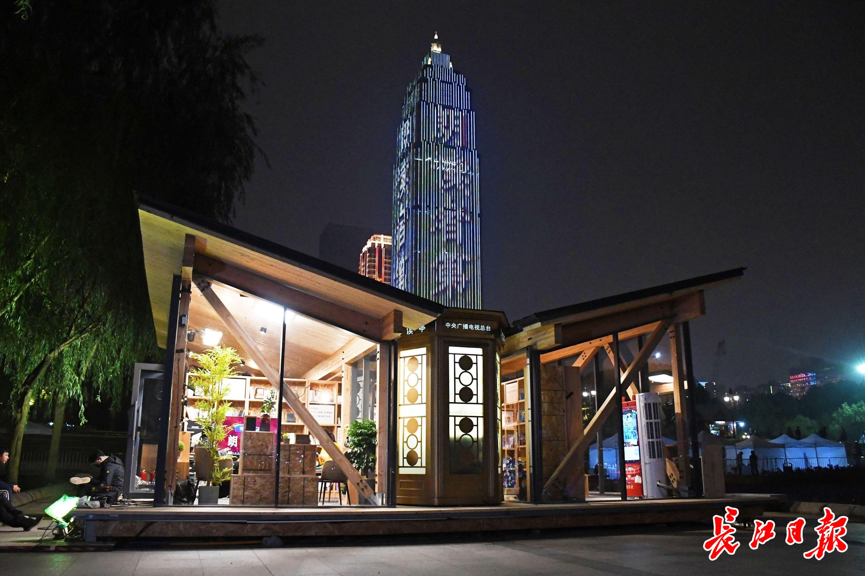 武汉朗读者报道微博总阅读量过亿,他们的朗读展现英雄城市精神风貌