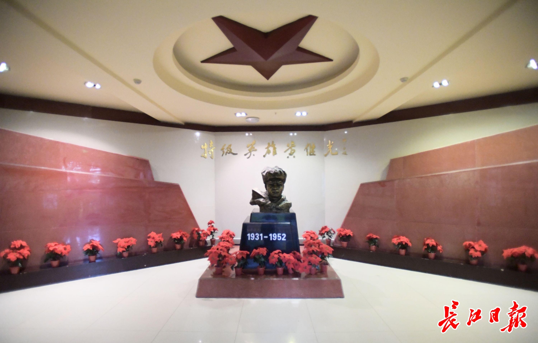 长江日报系列报道被黄继光纪念馆收藏,采访团记者受聘担任义务宣讲员