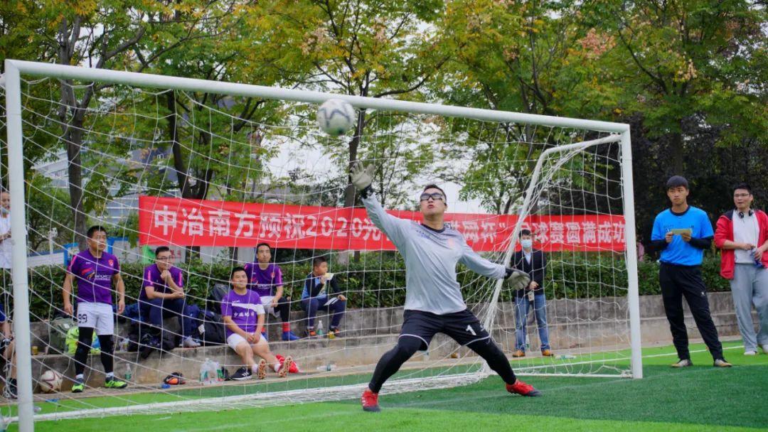 """光谷青年绿茵驰骋!24支足球队激战""""互联网杯"""""""