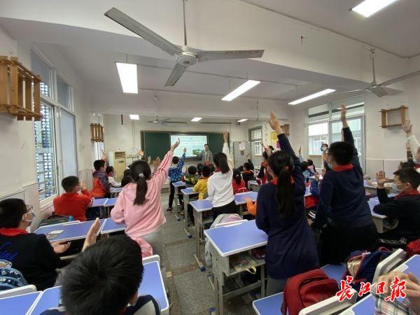 河北石家庄:学习中药常识 感受传统学问