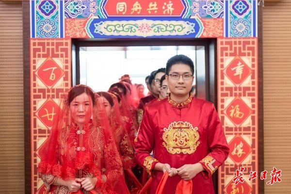 武汉同济医院60对新人齐办婚礼 图集