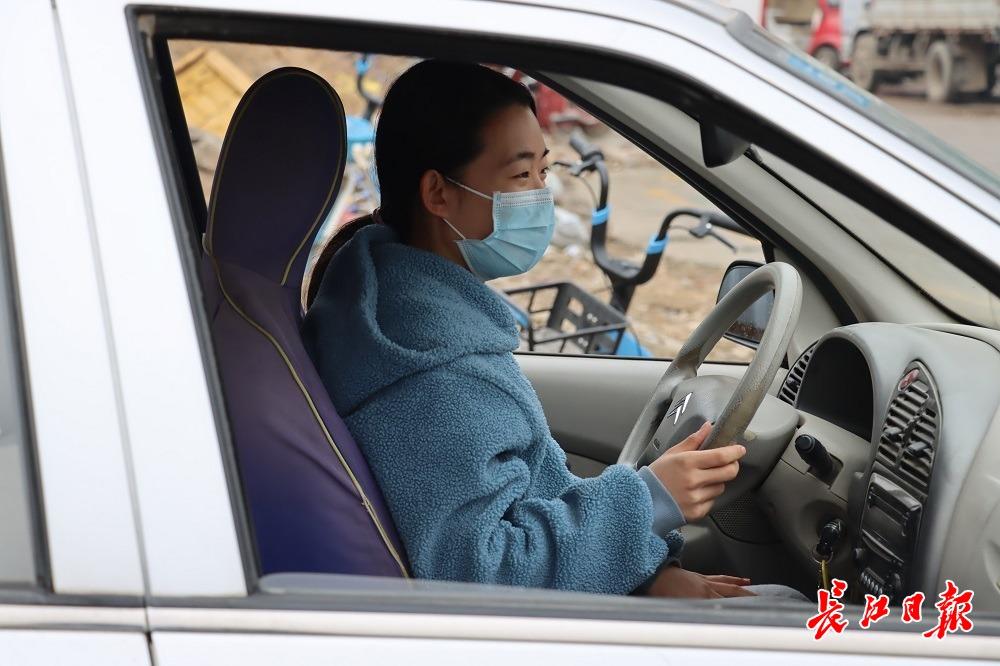 大学生利用寒假预约练车 | 图集