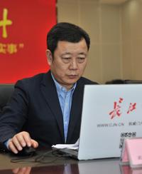"""武汉城市留言板""""十件实事""""市民政局长与网民互动实录"""
