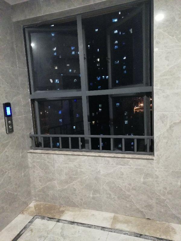 汇悦天地二期楼道栏杆高度不够 存在安全隐患