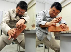 川大副教授课堂上劈砖