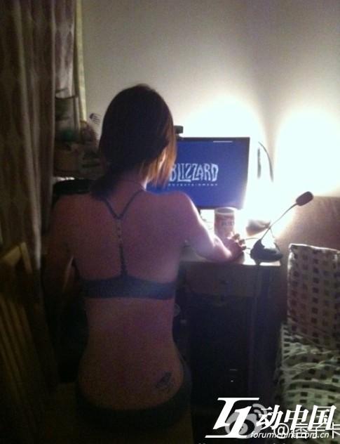 美女都裸体玩游戏