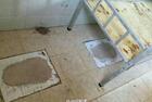 贵州铜仁一中学公厕改成学生宿舍