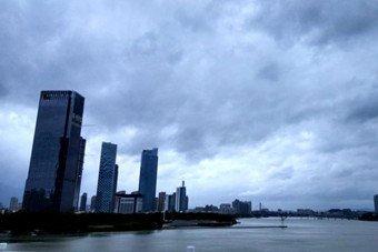 鲇鱼来袭 福州上空乌云压顶