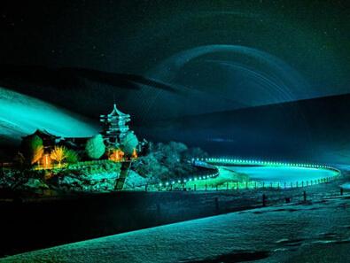 大漠夜色雪景斑斓